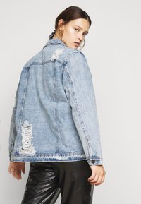 Simply Be - RIPPED OVERSIZED JACKET - Denim jacket - stonewash - 2
