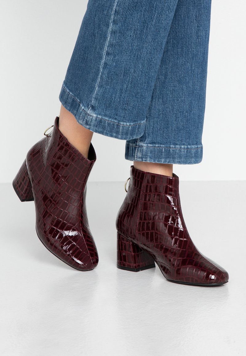 Miss Selfridge Wide Fit - WIDE FIT BRIXTON ZIP BACK SQUARE TOE - Ankle boots - burgandy