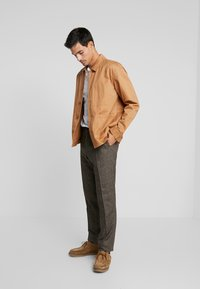 Tommy Hilfiger Tailored - Tygbyxor - brown - 1