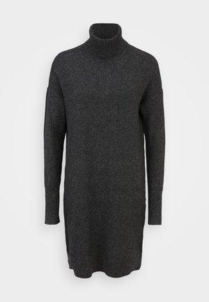 VMBRILLIANT ROLLNECK DRESS TALL - Pletené šaty - black
