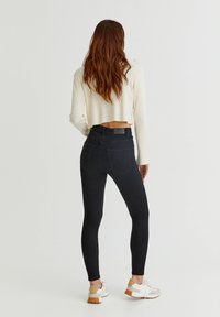 PULL&BEAR - WITH VERY HIGH WAIST - Jeans Skinny Fit - black - 2