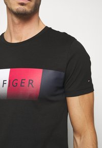 Tommy Hilfiger - TH COOL  - T-shirt con stampa - black - 5