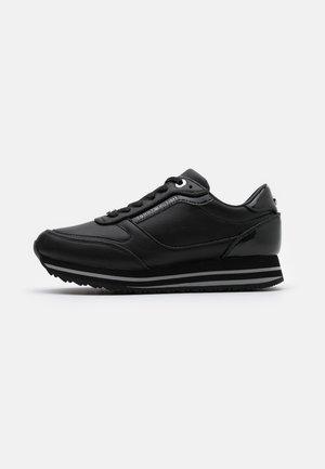 GLITTER RUNNER  - Sneakersy niskie - black