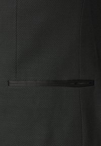 Isaac Dewhirst - SHWAL TUX PLUS - Completo - black - 6