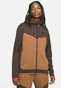 brown basalt/pecan/chile red/black