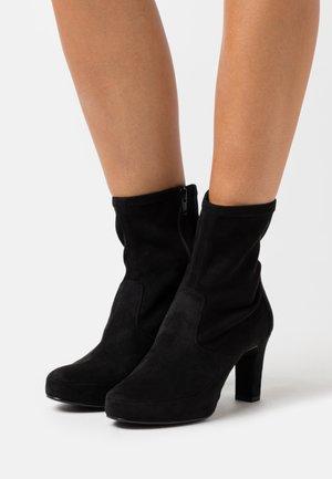 NOIA - Kotníkové boty na platformě - black