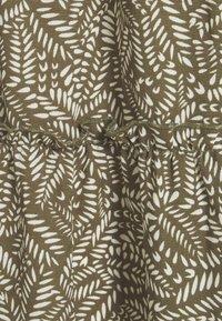 Vero Moda - VMFELICITY 7/8 CALF DRESS  - Vestido informal - ivy green/felicity - 6