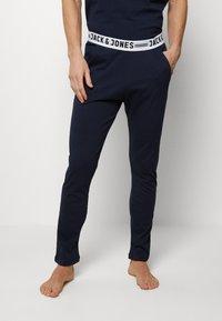 Jack & Jones - JACNIGHTWEAR GIFT SET - Pyjama - navy blazer - 2