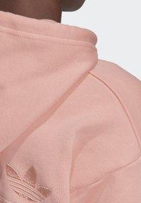 adidas Originals - R.Y.V. CROPPED HOODIE - Jersey con capucha - pink - 9