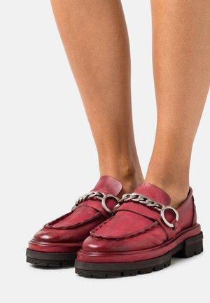 Nazouvací boty - cardinal
