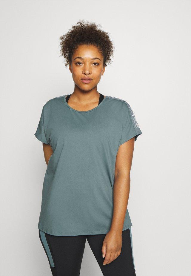 ONPADREY LOOSE TRAINING TEE - T-shirt basic - goblin blue/white