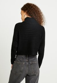 New Look Petite - CROPPED ROLL NECK - Jumper - black - 2