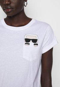 KARL LAGERFELD - IKONIK POCKET - T-shirt z nadrukiem - white - 4