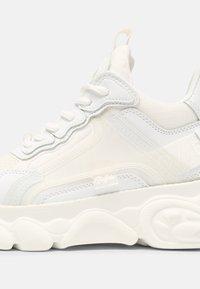 Buffalo - VEGAN CHAI  - Sneakersy niskie - white - 5