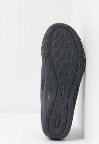 Skechers Wide Fit - BREATHE-EASY - Zapatillas - charcoal/gray - 6