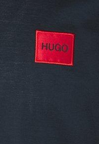 HUGO - DERESOM - Polotričko - dark blue - 5