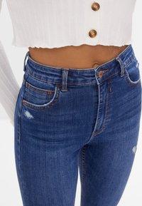 Bershka - MIT SEHR HOHEM BUND  - Jeans Skinny - blue - 3