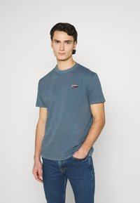 Tommy Jeans - TJM WASHED LOGO TEE - Basic T-shirt - faded ink - 0