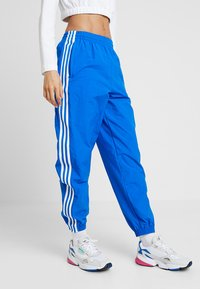 adidas Originals - LOCK UP ADICOLOR NYLON TRACK PANTS - Träningsbyxor - bluebird - 0