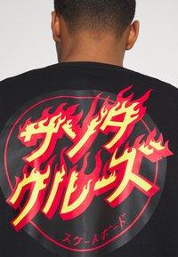 Santa Cruz - FLAMING JAPANESE DOT CREW UNISEX - Sweatshirt - black - 5