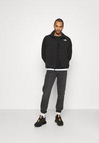 Wrangler - GREENSBORO - Jeans straight leg - blackstrap - 1