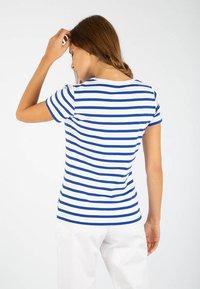 Armor lux - MORGAT MARINIÈRE - Print T-shirt - blanc/etoile - 1