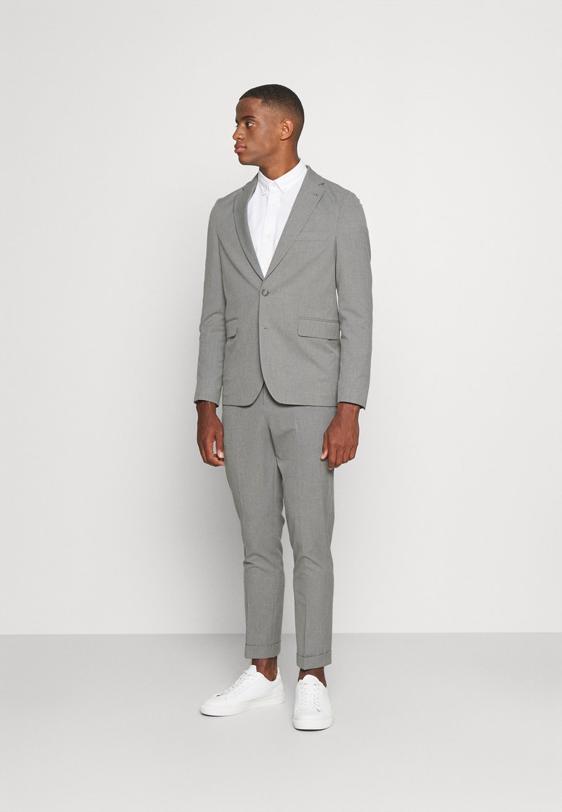 Isaac Dewhirst - THE RELAXED SUIT  - Oblek - light grey