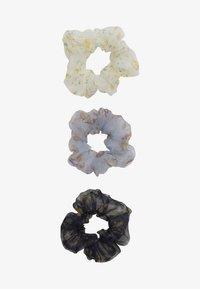 Pieces - SCRUNCHIE 3 PACK - Haaraccessoire - bright white/blue - 2