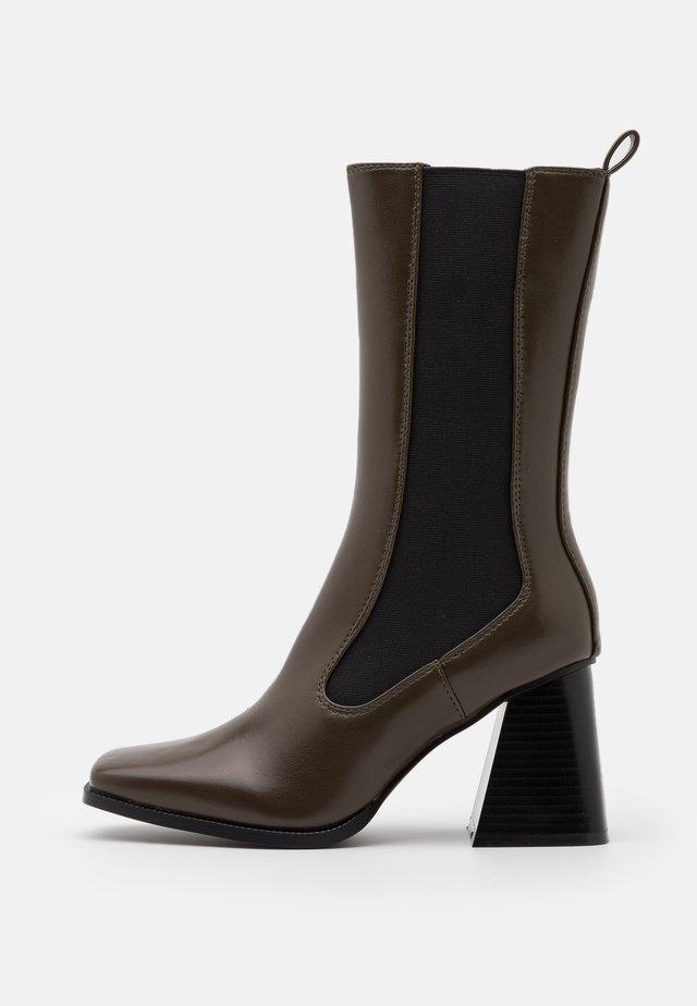 REACT - Boots - khaki