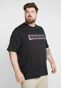 Tommy Hilfiger - CORP FRAME TEE - Print T-shirt - black - 0