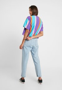 Karl Kani - SIGNATURE STRIPE TEE - Print T-shirt - purple/pink/blue/orange - 2