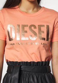 Diesel - T-SILY-WX T-SHIRT - Print T-shirt - apricot - 5