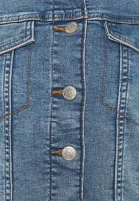 Vero Moda - VMTINE SLIM JACKET - Jeansjakke - light blue denim - 2