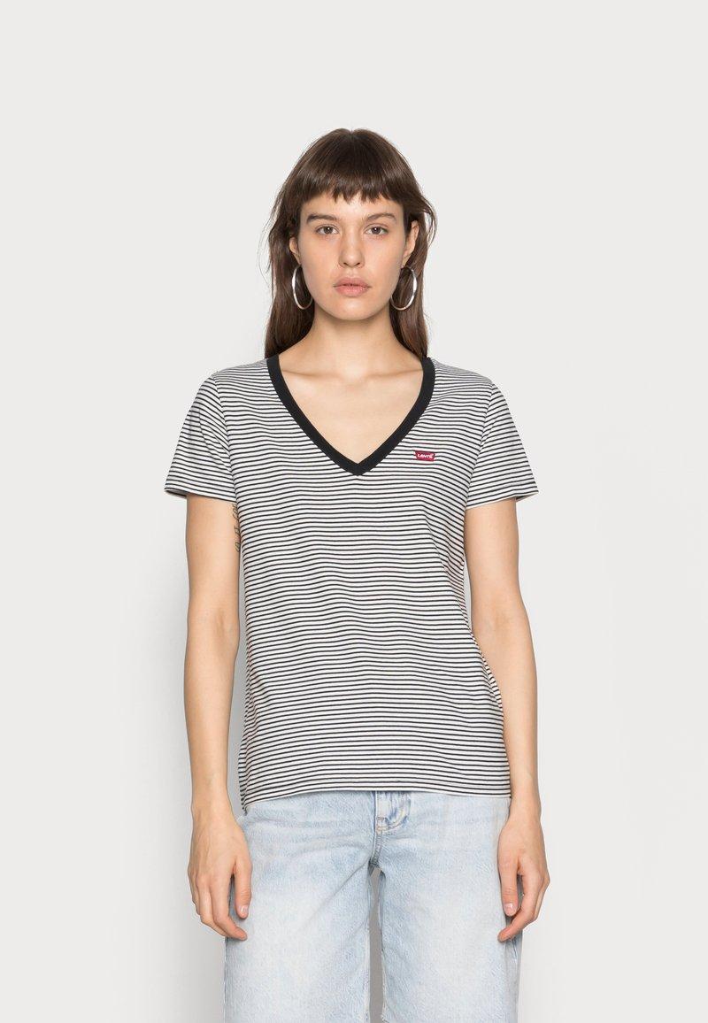Levi's® - PERFECT V NECK - T-shirt z nadrukiem - cloud dancer