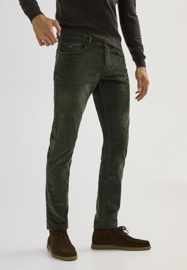 ENTBASTETE  - Trousers - green