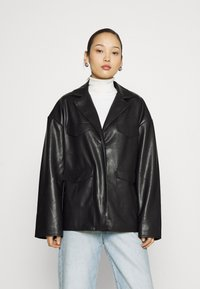 NA-KD - PATCH POCKET JACKET - Faux leather jacket - black - 0