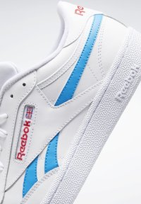 Reebok Classic - CLUB C REVENGE SHOES - Trainers - white - 9