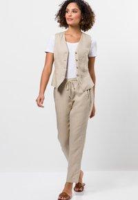 zero - Waistcoat - raw cotton - 1