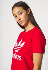 adidas Originals - TREFOIL TEE - Printtipaita - light red - 3