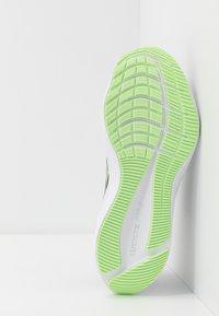 Nike Performance - ZOOM WINFLO  - Zapatillas de running neutras - black/vapor green/valerian blue - 4