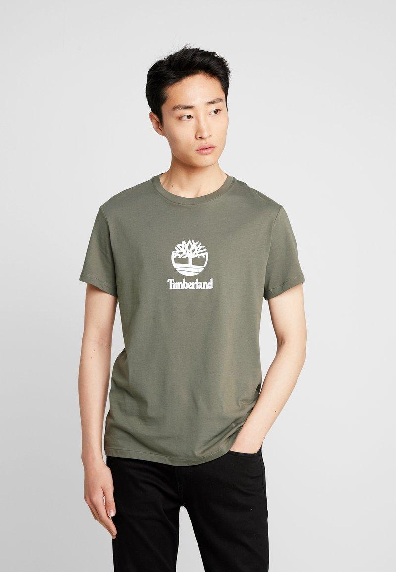 Timberland - STACK LOGO TEE - Print T-shirt - grape leaf