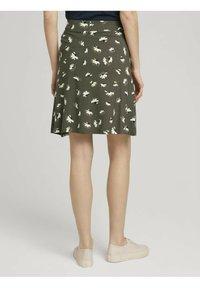 TOM TAILOR - MIT TASCHEN - Spódnica trapezowa - khaki floral design - 2