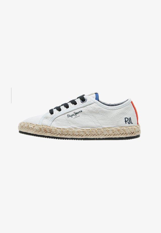 TOURIST - Sneaker low - blanco off