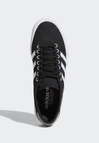 adidas Originals - DELPALA SHOES - Baskets basses - black/white - 2