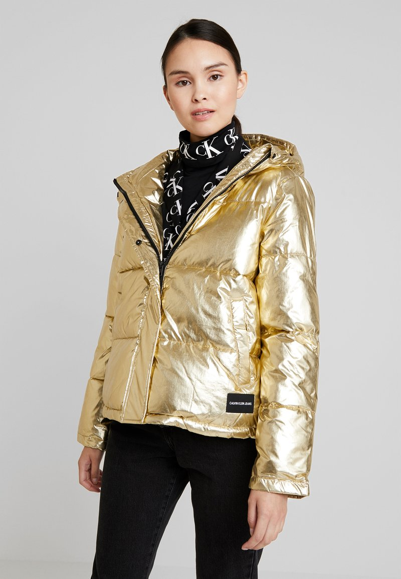 Calvin Klein Jeans - PUFFER JACKET - Vinterjakke - gold