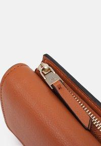 Calvin Klein - TRIFOLD - Wallet - cognac - 4