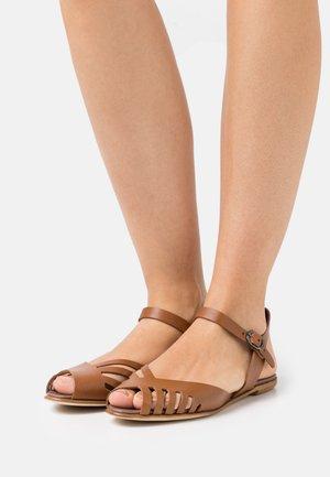 Sandalias - tan