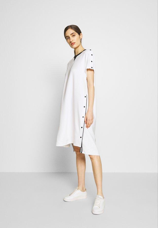 CADY DRESS SNAP DETAILS - Denní šaty - white