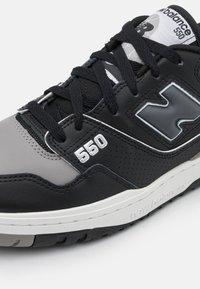 New Balance - 550 UNISEX - Sneakers - black/grey - 4