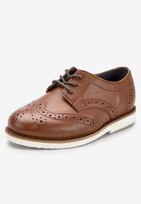 Next - TAN LEATHER BROGUES (YOUNGER) - Elegantní šněrovací boty - brown - 2
